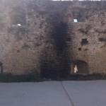 Il tratto di mura medievale bruciato