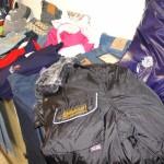 Cronaca, macchina carica di abbigliamento contraffatto: denunciato