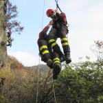 Cronaca, cane cade in una gola di 50 metri: salvato dai pompieri