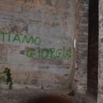 """Spoleto, """"l'amore di un cretino"""" sui muri di Spoleto"""
