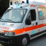 Cronaca, incidente tra auto e moto: due centauri feriti