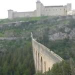 Spoleto, ancora un suicidio dal Ponte delle Torri: muore ragazza di 29 anni