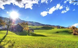 prato-verde,-sole,-lerba,-alberi-autunnali,-case,-nuvole-148482