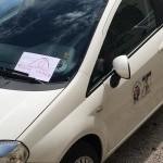 Spoleto, funzionario del Comune parcheggia davanti alla passerella per disabili