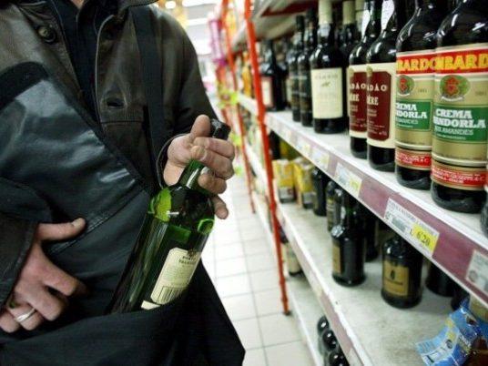 Furto_alcol_supermercato