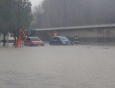 La situazione il 12 dicembre davanti l'hotel Anfora di San Martino in Trignano (foto tratta da Facebook)